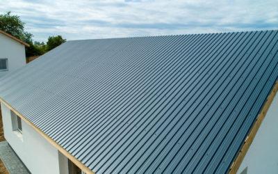 Prosty dach z blachą trapezową o średnim profilu (T-14R)